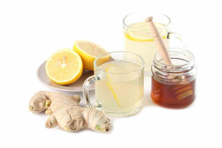 напиток с лимоном, чесноком и имбирем