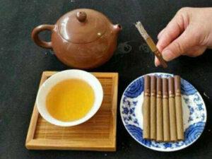 чай из трав и сигарета